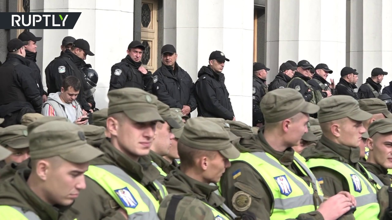 Сторонники Саакашвили устроили массовый митинг у стен Верховной рады