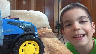Малыш играет в прятки с машинками Видео для детей