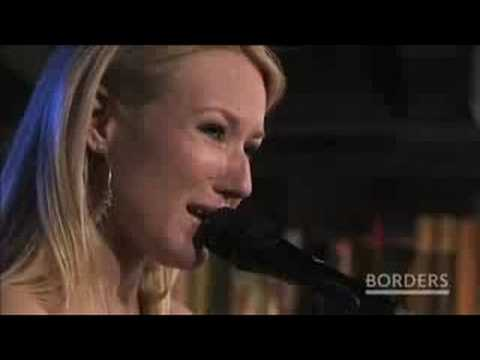 JEWEL sings