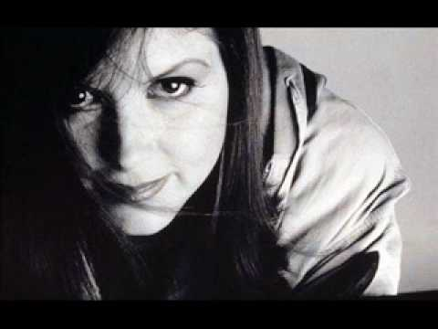 Kirsty MacColl - Sun On The Water