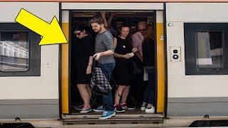 شاب يرتدي ملابس نسائية، ويلتصق بالسيدات في المترو،