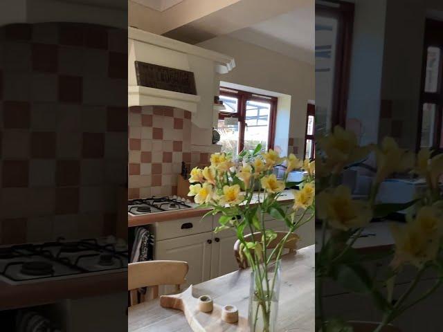 Beautiful home, large double room & en-suite   Main Photo