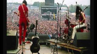 The White Stripes - Lets Shake Hands, Dead Leaves. Live Leeds Festival 2002