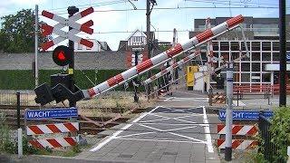 Spoorwegovergang Oss // Dutch railroad crossing