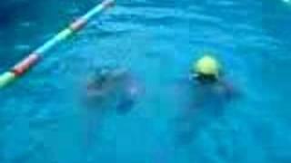 """Natacion, Mtra. Lili enseñando """"flotacion"""" (MyL7 Corp.)."""