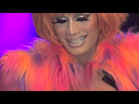 """Raja: """"Groove Is In The Heart"""" @ Showgirls!"""
