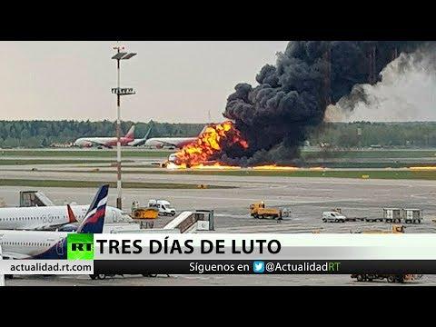 Encuentran las cajas negras del avión incendiado en Moscú