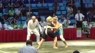 Сумо.Чемпионат мира по Сумо 2014 ( UKR vs. RUS) Женщины(Если вам понравился этот ролик,вы можете подписаться на мой канал на YouTube - https://www.youtube.com/user/MrUkrainesports Написать..., 2014-09-04T17:33:56.000Z)