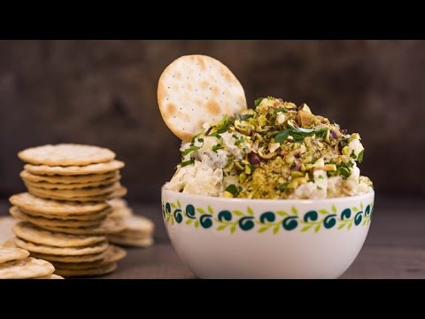 Delicious Dips: Holiday Cheese Dip By Trisha Yearwood | Rachael Ray Show