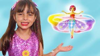 Laurinha Brincando com Fada Magica que Voa de Verdade