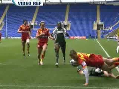 Paul Hodgson try saving tackle against Perpignan