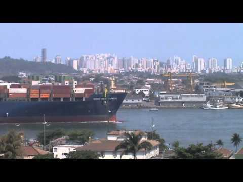Navio Montevideo Express deixando o Porto de Santos