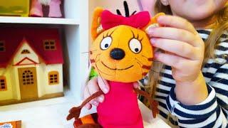 Три кота Карамелька поёт песенки Журнал Три кота и Новая игрушка из мультика Три кота  | Златуня