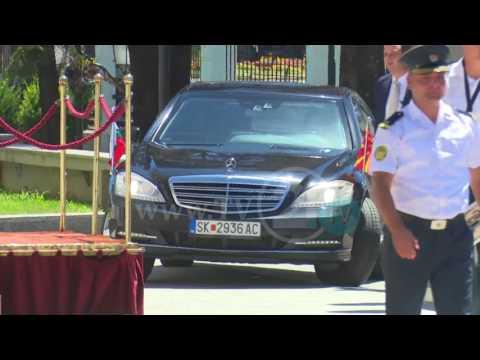 """Борисов со """"тенкот"""" се прошета низ Скопје, утре на ручек во омилениот ресторан на Мијалков"""