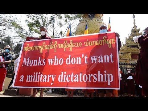 شاهد: رهبان ثورة الزعفران يشاركون في مسيرة احتجاجية أمام مكتب الأمم المتحدة في ميانمار …  - 22:00-2021 / 2 / 16