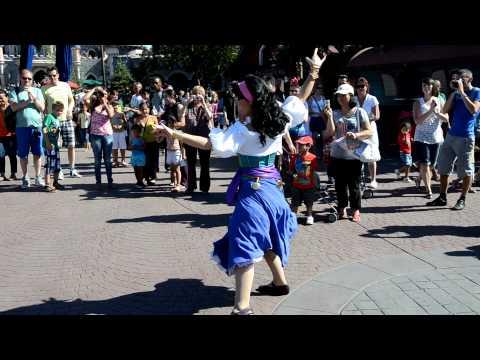 11-08-2012 - Esmeralda and Frollo - Disneyland Paris