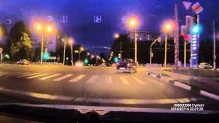 Oysters DVR-10S видео ночью город Белгород.(Автомобильный видеорегистратор Oysters в 2 раза лучше при съемке ночью по сравнению с моделями на процессоре..., 2014-07-14T19:35:43.000Z)