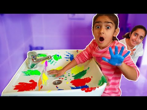 Asya and Esma is cleaning the bathroom-fun kid video