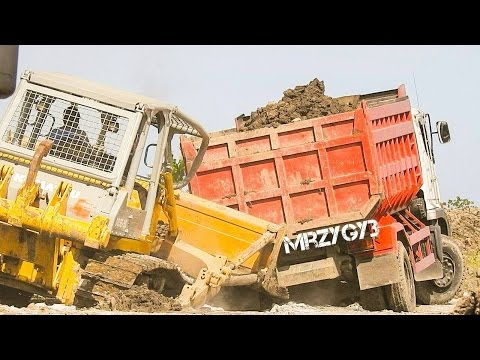 Cool!! Dump Truck Unloading Dirt Busy Working