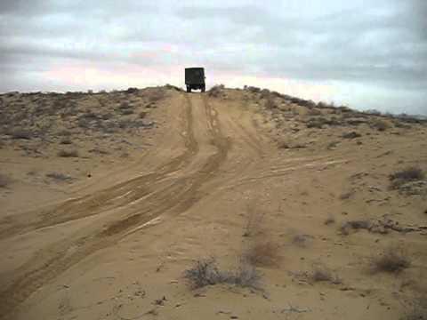 ГАЗ-66 в песках Казахстана
