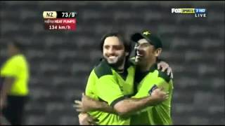 Shahid Afridi    ON FIRE    FAST BOWLING ! ! !   YouTube