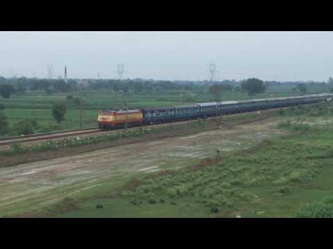 12873 Jharkhand Swarna Jayanti near Jaswantnagar