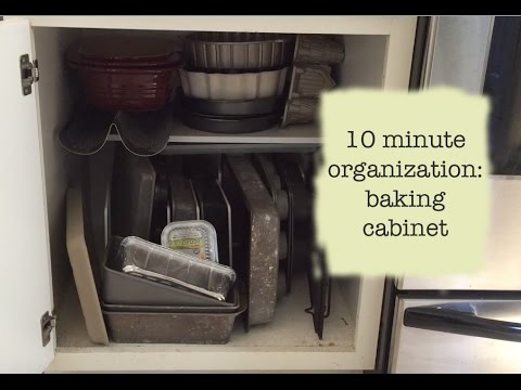10 Minute Organization: Baking Cabinet