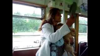 Ciganka se svađa u autobusu