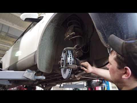 Замена передних тормозных дисков и колодок Ниссан Кашкай