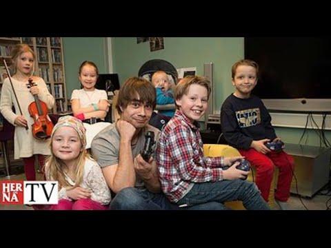 Alexander Rybak visits the children's centre at Oslo University Hospital