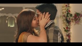 Samantha and Naga Chaitanya Kissing   అక్కినేని కపుల్ ముద్దులెట్టేస్తారేంటండీ??   Yellow Pixel