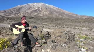 'Бивни черных скал' на фоне Килиманджаро. ТурКлуб Тенрек
