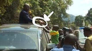 Mtoto asimama kumuelezea Rais Magufuli tatizo lao, apewa MILIONI 3
