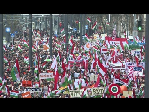 Orban supporters throng streets ahead of Hungary vote