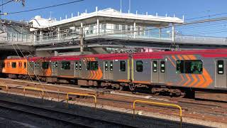 横浜線ホームから見える東急6000系(6101編成)