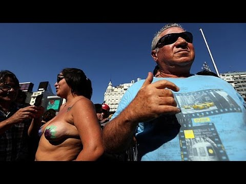 Argentina : topless protest thumbnail