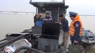 Phát hiện 25.000 lít dầu không rõ nguồn gốc trên tàu ở Hạ Long