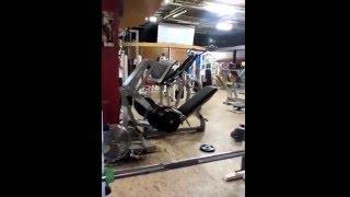 DESCHEEMAEKER MAUD French amateur bodybuilger leg press 390 kilos