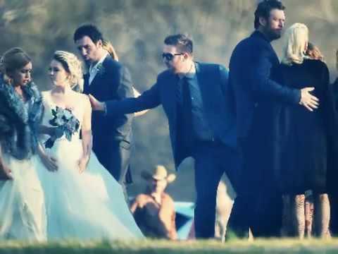 Gwen Stefani And Blake Shelton At RaeLynn S Wedding 2016.mp4