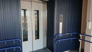 JR白老駅の自由通路のエレベーター その2