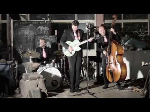 Ronald Reinders - Kusje d'r op (Official Music Video)