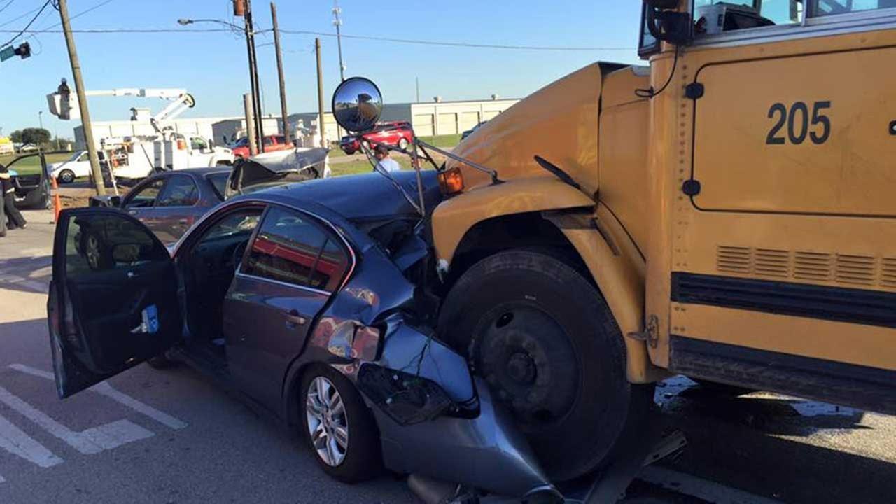 Huntsville Car Scene: School Bus In Wreck With Car In Huntsville, AL 01-21-2016