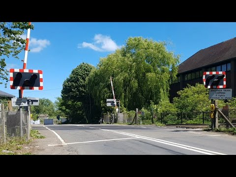 Yalding Level Crossing Pictures (Kent) (27/05/2017)