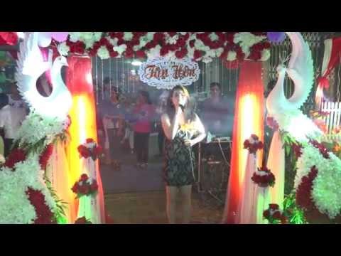 Kha Ly hát nhạc đám cưới