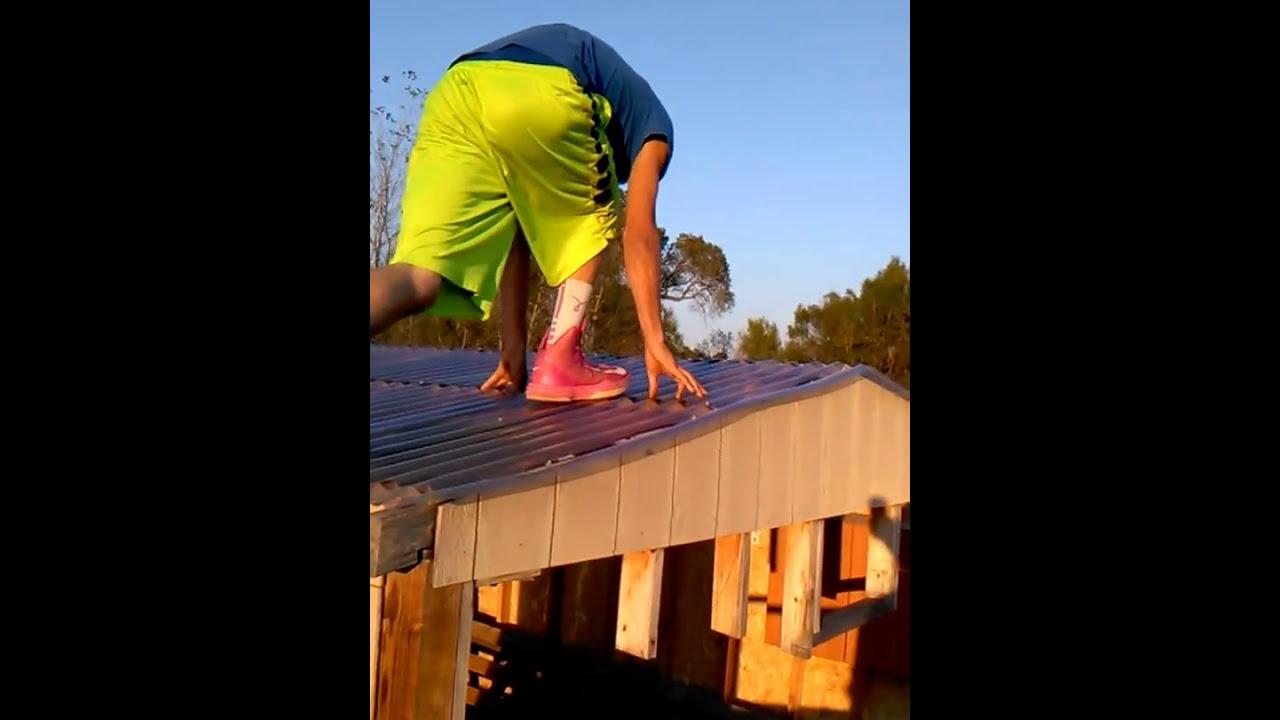 Walking On Plastic Roof StupidHomiez - YouTube