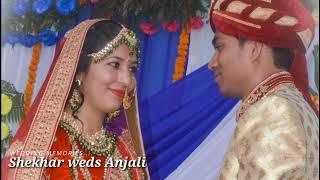 Beautiful Pahadi Wedding Jaimala Moment
