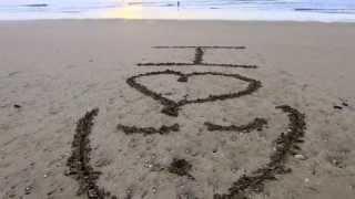 Покадровая видеосъёмка надписи на пляже. Заказать видео поздравление(Пример покадровой видеосъёмки надписи на пляже. Добрый день! Ищите как поздравить близкого вам человека?..., 2015-02-10T16:55:04.000Z)