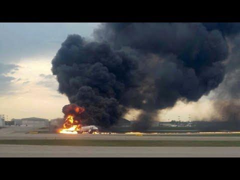 Moscow to Murmansk passenger plane superjet 100 crashed while emergency landing aeroflot into flame
