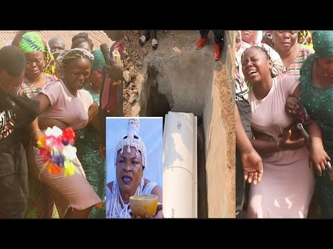 Download This Will Make You Cry! Orisabunmi's Daughter In Tears As She Tries To Enter Her Late Mother's Grave