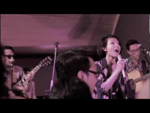 Download Mp3 White Shoes & The Couples Company - Selangkah Ke Seberang // Suara Tujuh Nada Tour at Maja House gratis